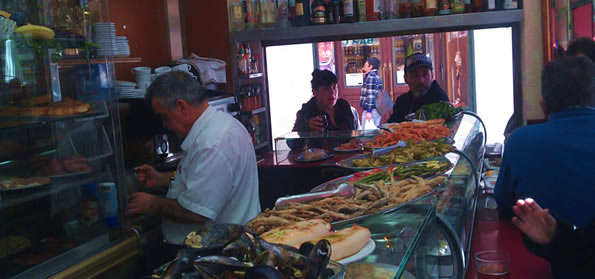 tapas in valencia with local wine